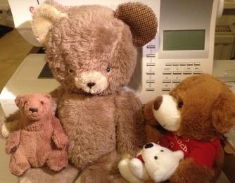 Alle sind froh. Vor allem Teddyz, dem der ganze Trubel schon etwas peinlich wurde. Bruno schlägt vor, saisonal den Stoff zu wechseln, schließlich sei das hier ein Mode-Blog.